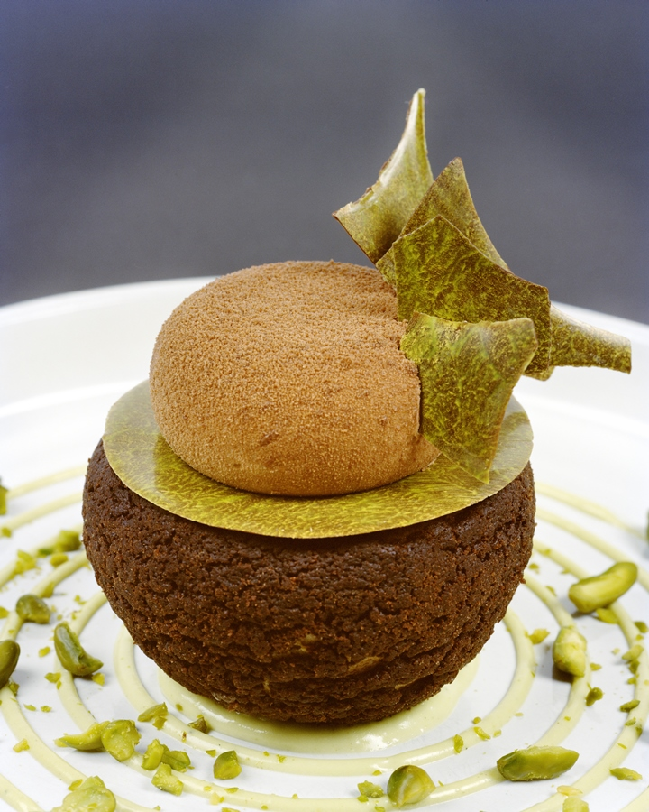 Chocolate and pistachio puffs and kiwi